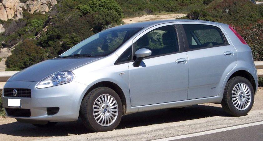 Fiat_Punto_Grande_4door_silver_vl