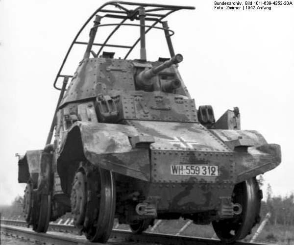 Im Osten, Schienen-Spähpanzer Panhard P178