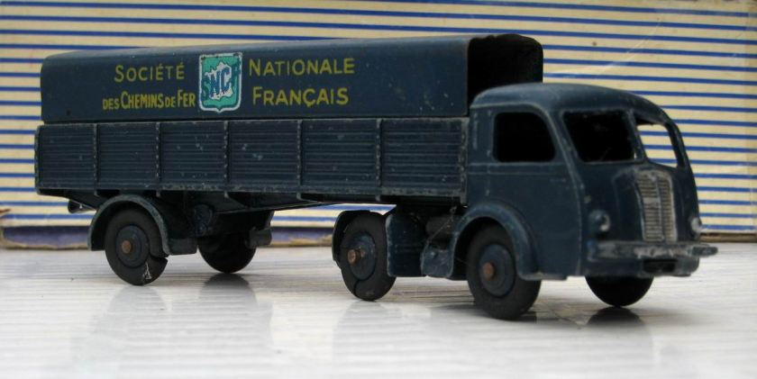 Tracteur Panhard SNCF Dinky Toys