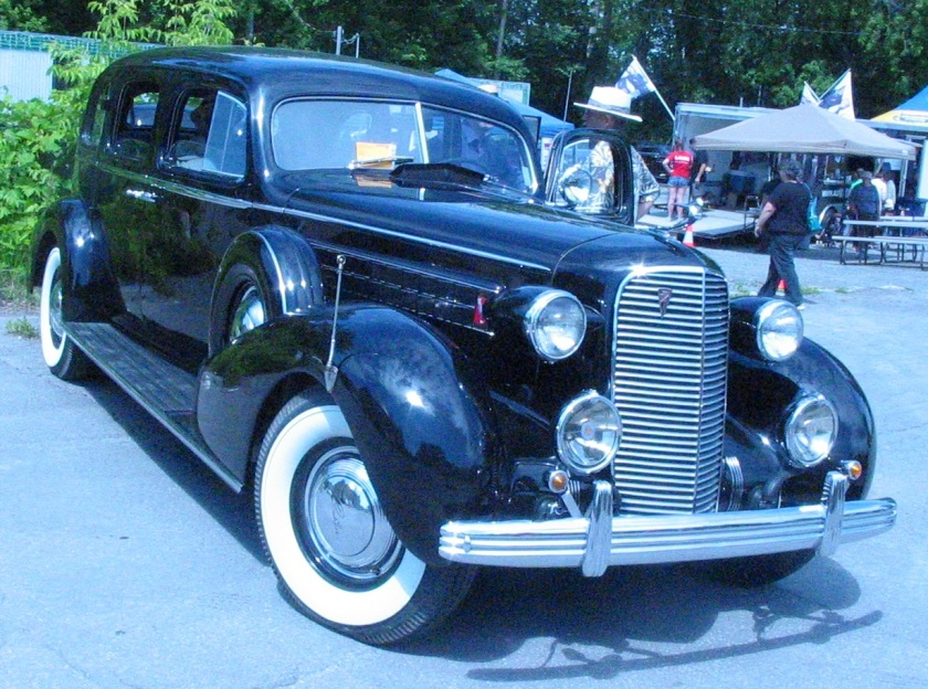 1935 DeSoto series SF Airstream 5-pass. sedan