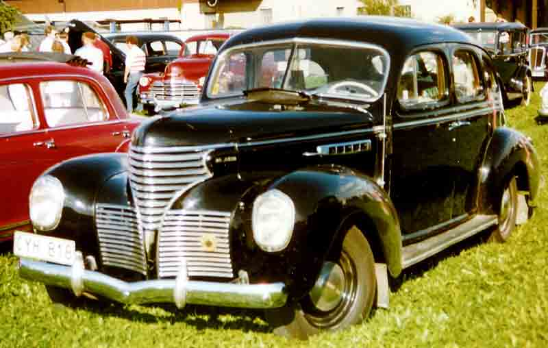 1939 De Soto Series S-6 Custom De Luxe 4-Door Sedan