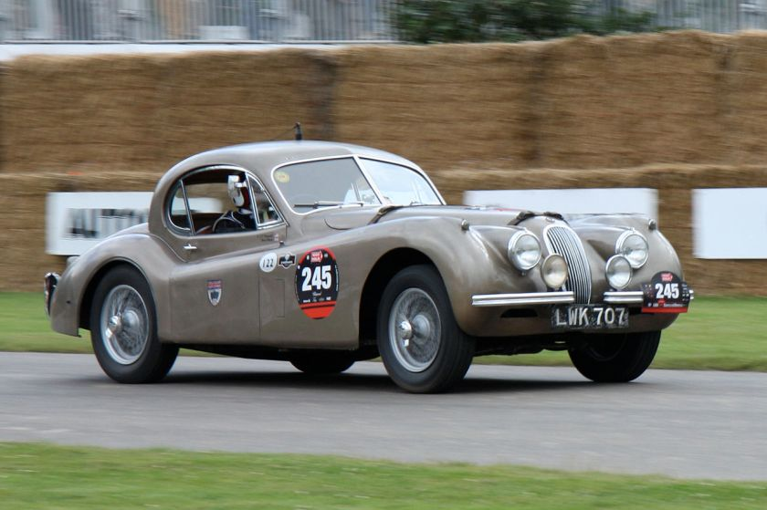 1952 Jaguar XK120 fixed-head coupė averaged 100 mph for a week