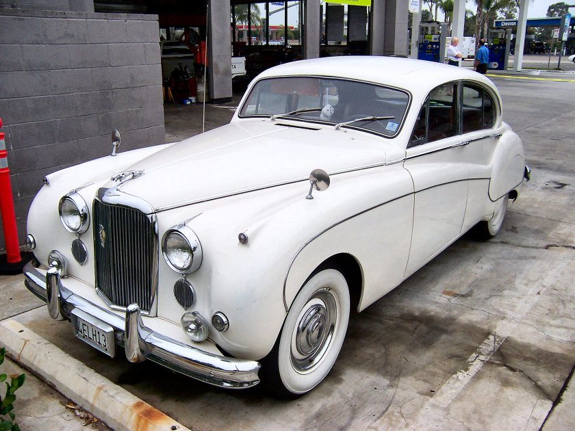 1958 Jaguar Mark IX (2)