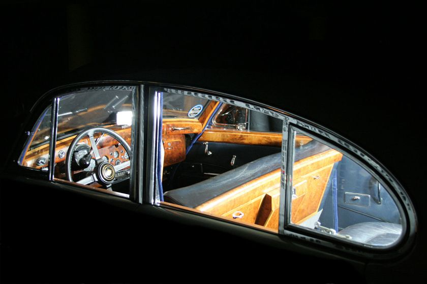 1960 Jaguar MK IX interior steering wheel
