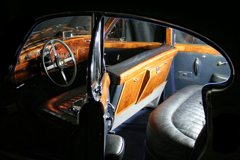 1960 Jaguar MK IX interior