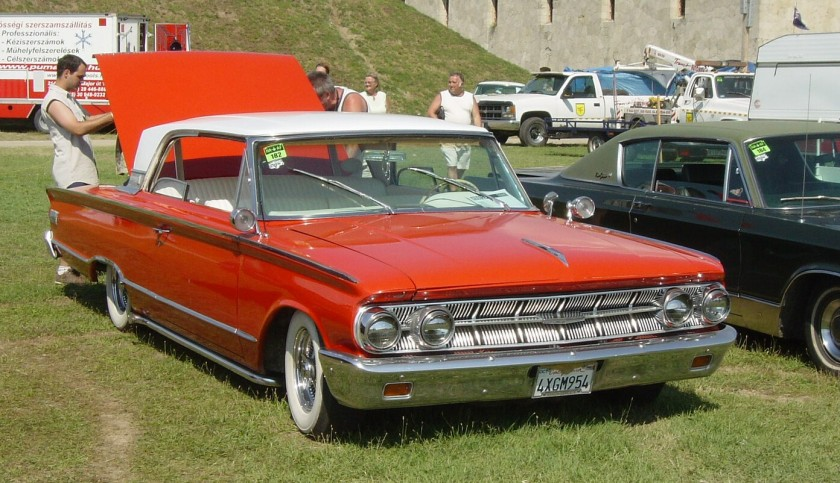 1963 Mercury Monterey 2-door Hardtop (with breezeway rear window)