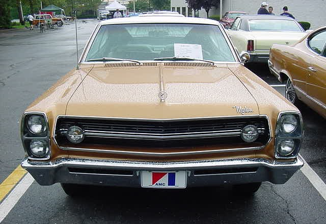1967_AMC_Marlin_two-door_fastback_sungold_and_white-Front