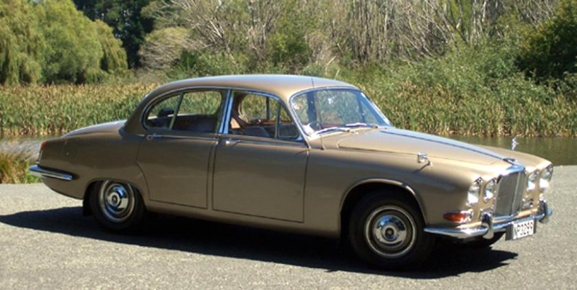 1968 Jaguar 420 oblique