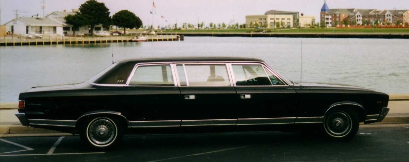 1969_AMC_Ambassador_limousine_in_Wisconsin_sideR