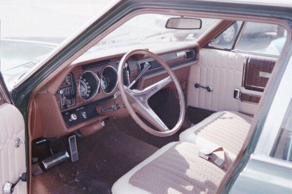 1969_AMC_Ambassador_SST_sedan_green-i