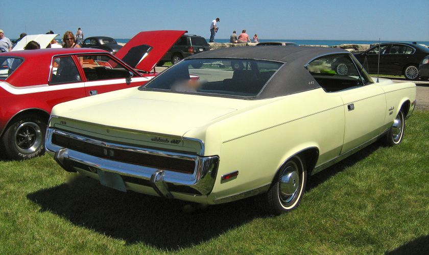 1970_AMC_Ambassador_SST_hardtop_yellow-black_K-s