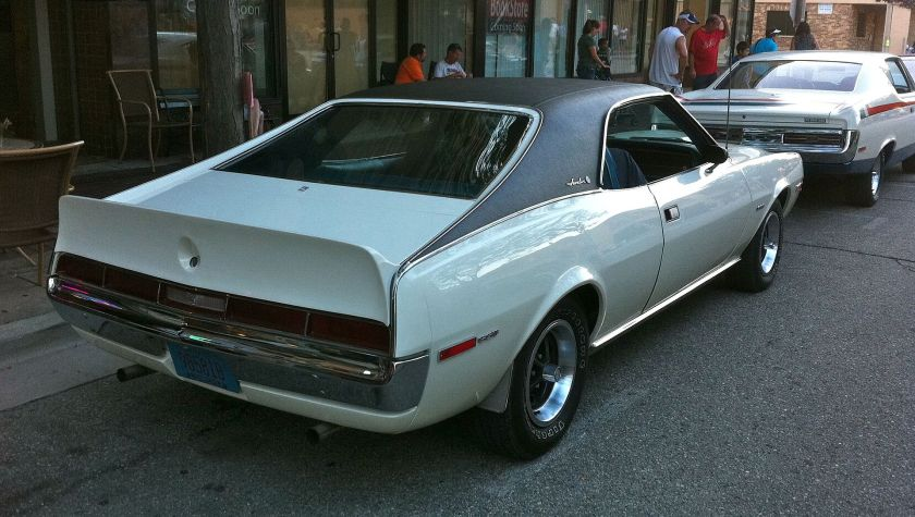 1970_AMC_Javelin_SST_white_full_black_top_Kenosha_rr