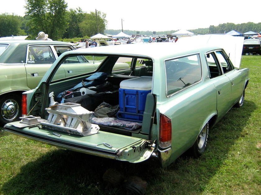 1973_AMC_Matador_wagon_rr-Cecil'10