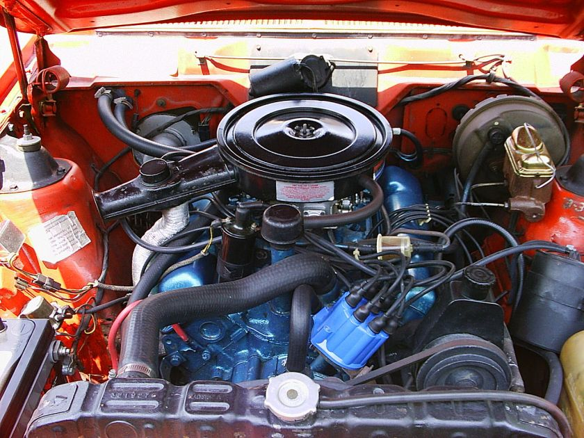 1973_Hornet_hatchback_V8_red_eng