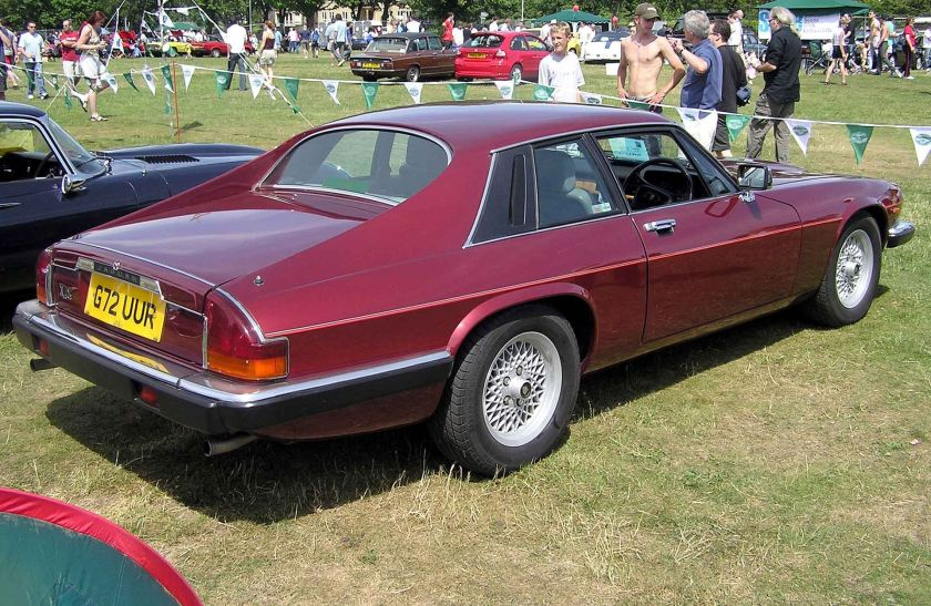 1988 Jaguar pre-facelift XJ-S coupé note new 'crosslace' road wheels