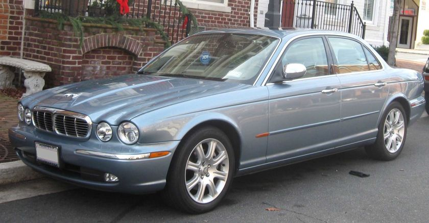 2004-2005 Jaguar XJ8 photographed in Alexandria, Virginia, USA. Vanden Plas