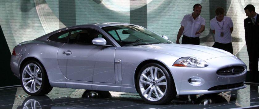 2005 Jaguar XK front IAA 2005