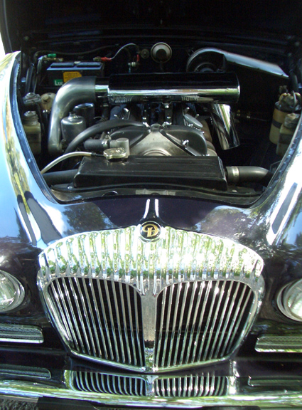 Daimler Sovereign engine bay