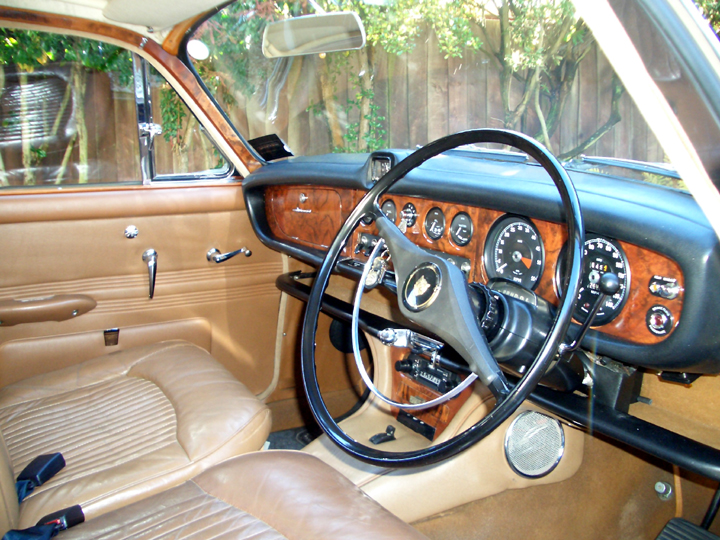 Jaguar 420 interior