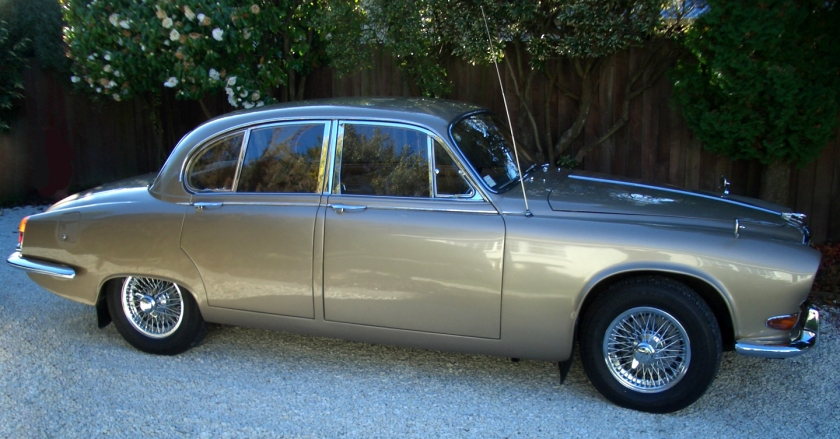 Jaguar 420 (side view)