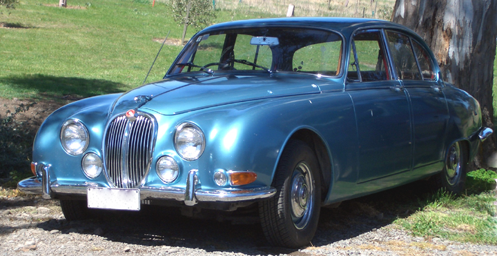 Jaguar S-Type (opalescent silver blue metallic)