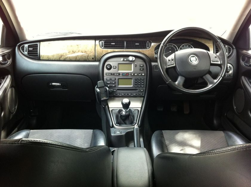 Jaguar X-Type 2.0D 2004 Sport-wagon facelift dashboard, UK