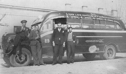 1939 Coche 29, Dodge, Desoto o Fargo Agosti carr..Juan Flores(p) (puerta) Angel Labombarda(Derecha)