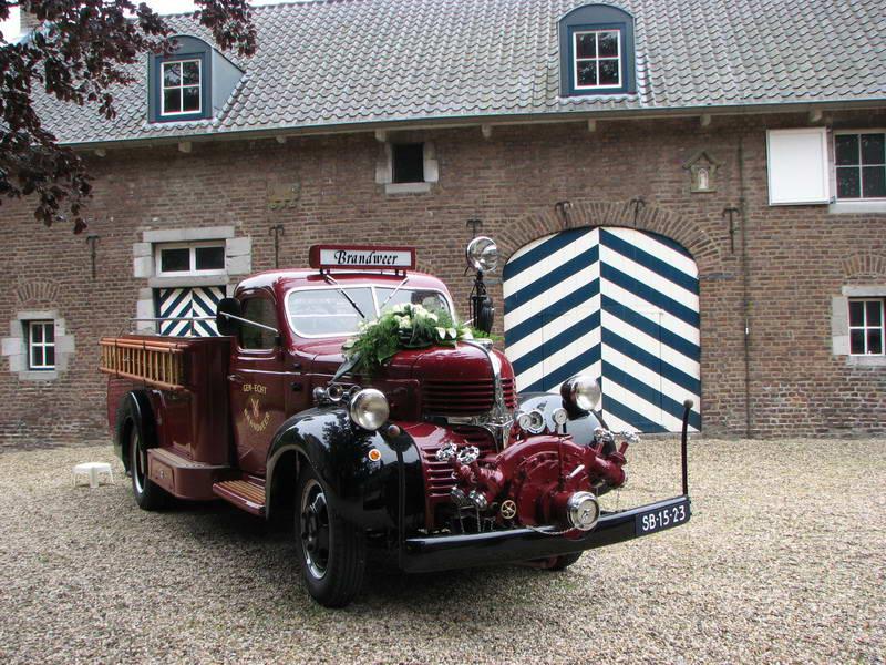 1947 Dodge T110  gerestaureerde brandweerauto met Kronenburg opbouw Echt.