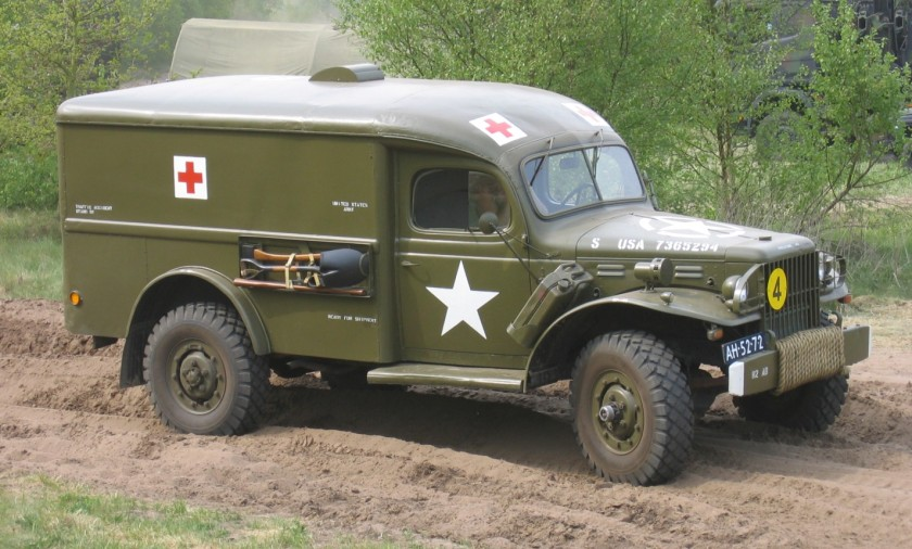 1954 Dodge T214-WC54 (ambulancia).
