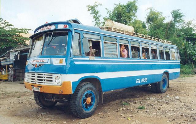 1958 Desoto bus long xuyen sadec - Cho moi Vietnam
