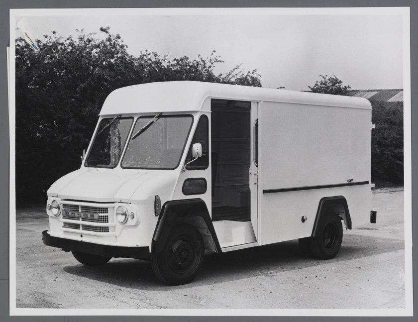 1969 Commer - Dodge VCC40 walk Thru