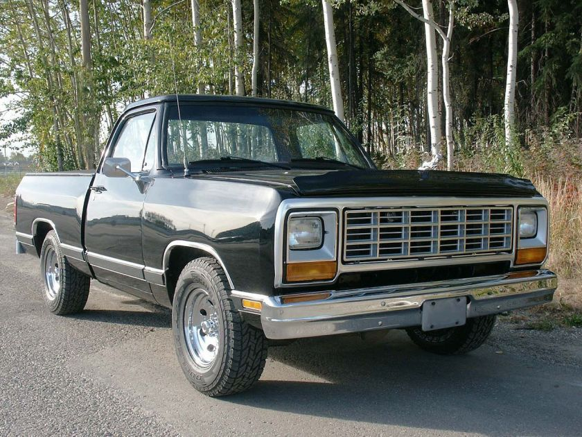 1983 Dodge Ram D150 shortbed Sweptline