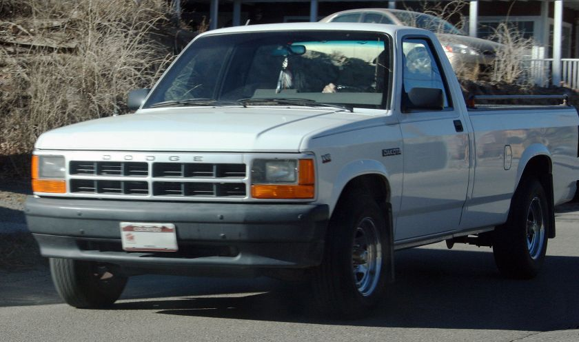 1991 Dodge Dakota with sealed-beam headlights