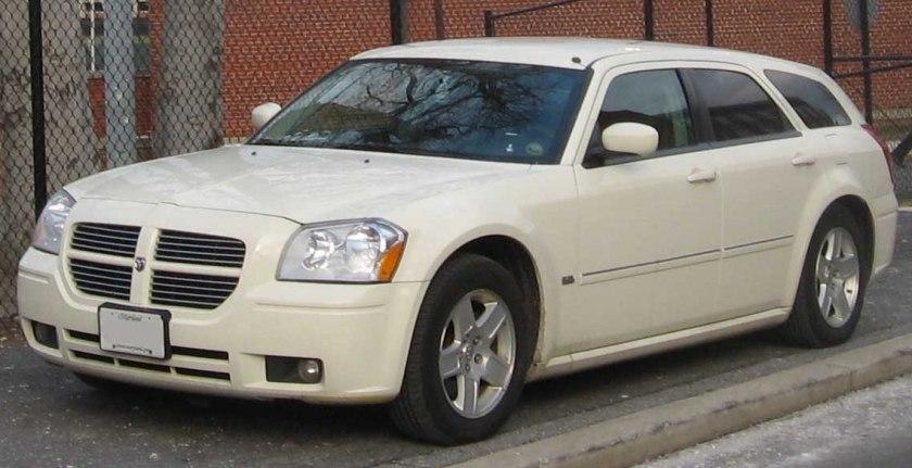2008 Dodge Magnum (2)