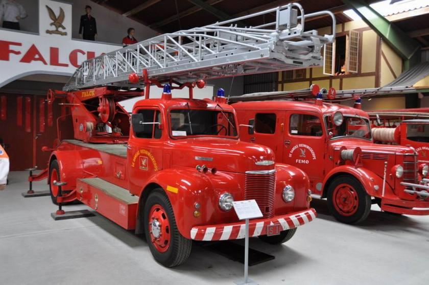 Commer ladderwagen uit 1950, de ladderconstructie is van Merryweather
