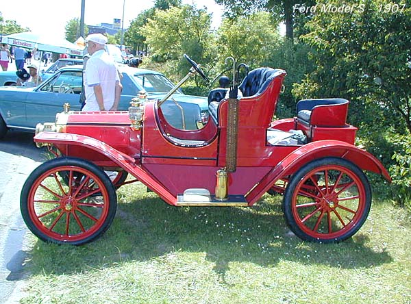 1907 Ford S side