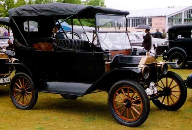 1914_Ford_Model_T_Touring