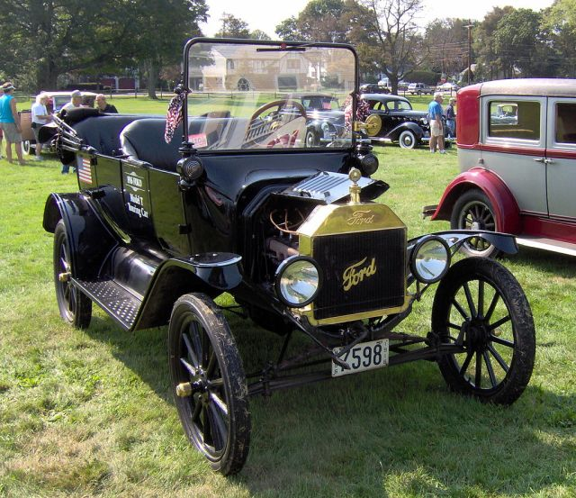 1916_Ford_Model_T_touring_car