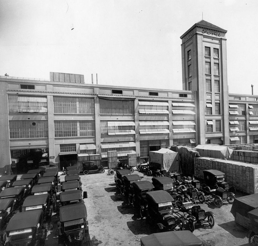 1921 The first Ford assembly plant in La Boca, Buenos Aires