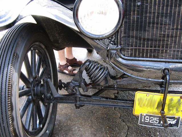 1925 Ford_model_t_suspension.triddle