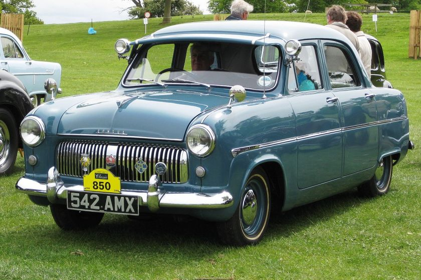 1954 Ford Consul 4-door saloon from the front 1508cc