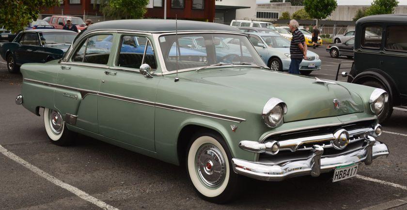 1954 Ford Crestline Fordor Sedan