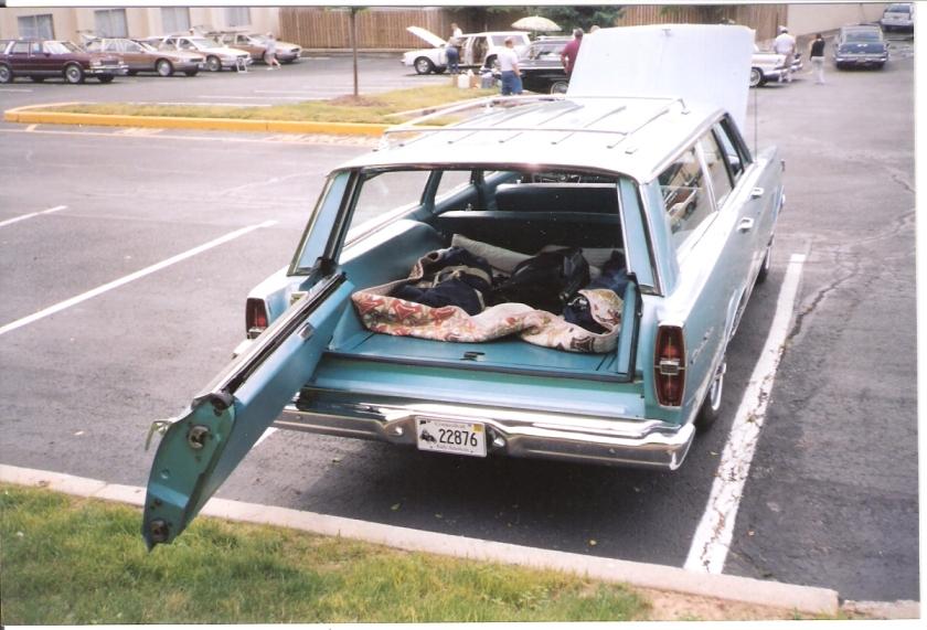 1966 Ford Country Sedan (Tailgate Sideways) ...and swings sideways like a door.