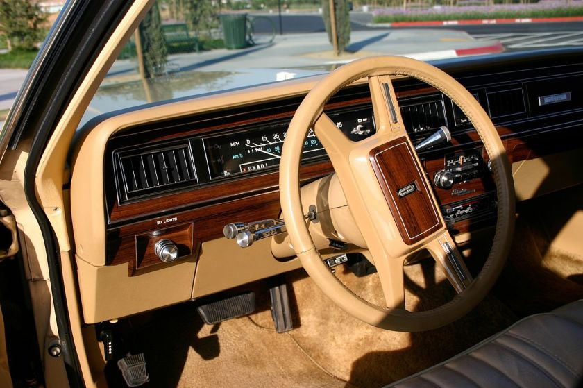 1982 beige dashboard