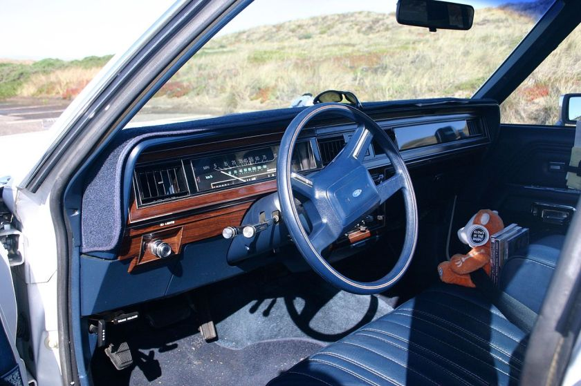 1987 blue dashboard