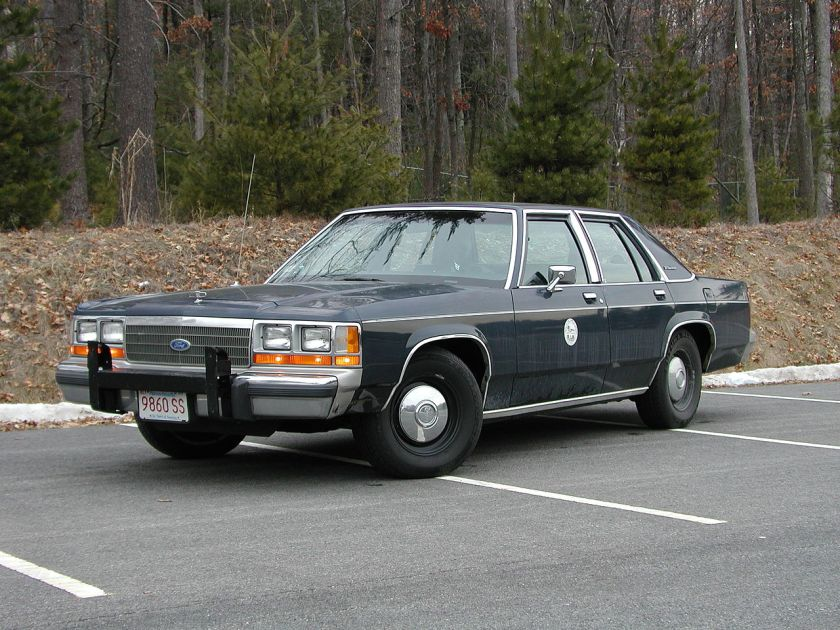 1990 Ford LTD Crown Victoria police car