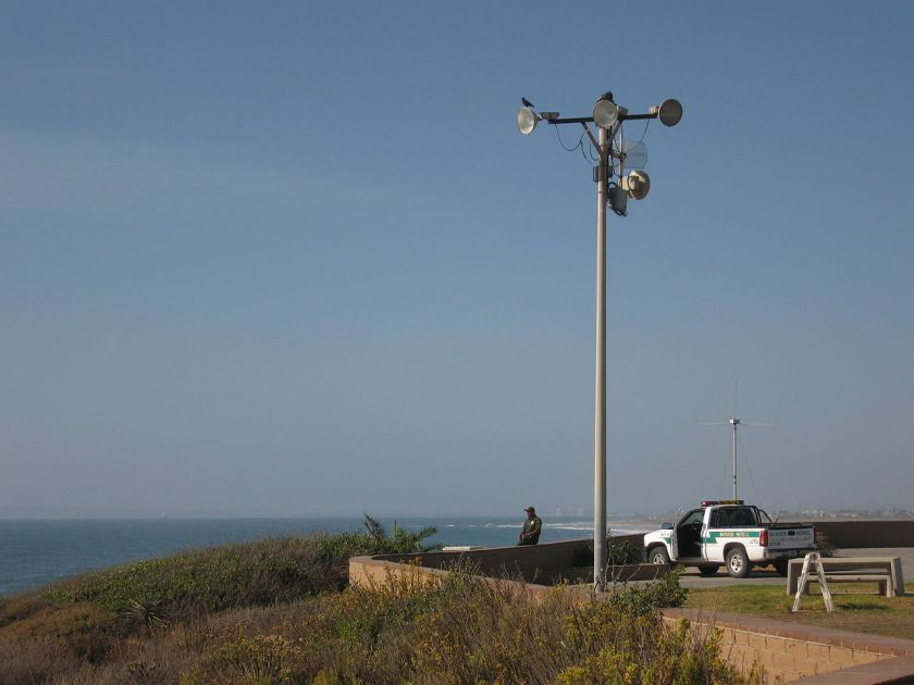 Border_patrol_at_the_beach,_San_Diego_county