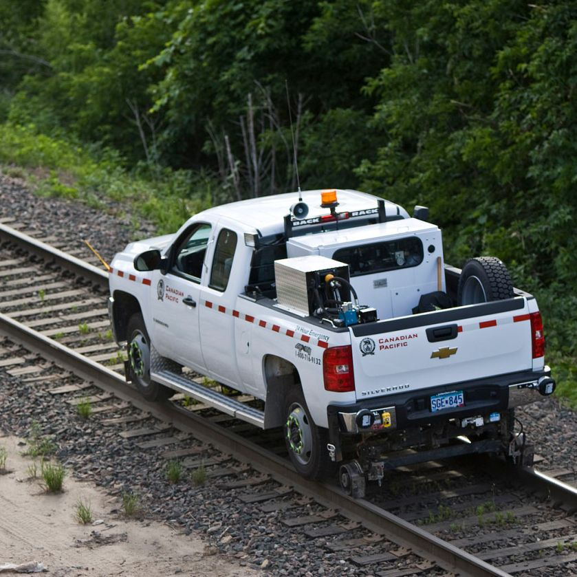 Canadian_Pacific_Chevy_Silverado_Rail_Truck_2617652083_o