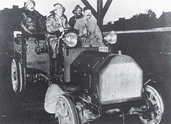 1909 SKF (waaruit later Volvo ontstond) test een nieuwe kogellager op een Scania