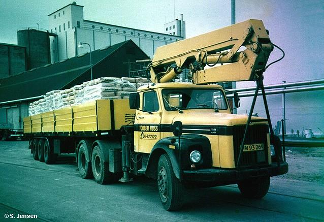 1973 Scania LS 110 Super Pritschensattelzug mit Ladekran